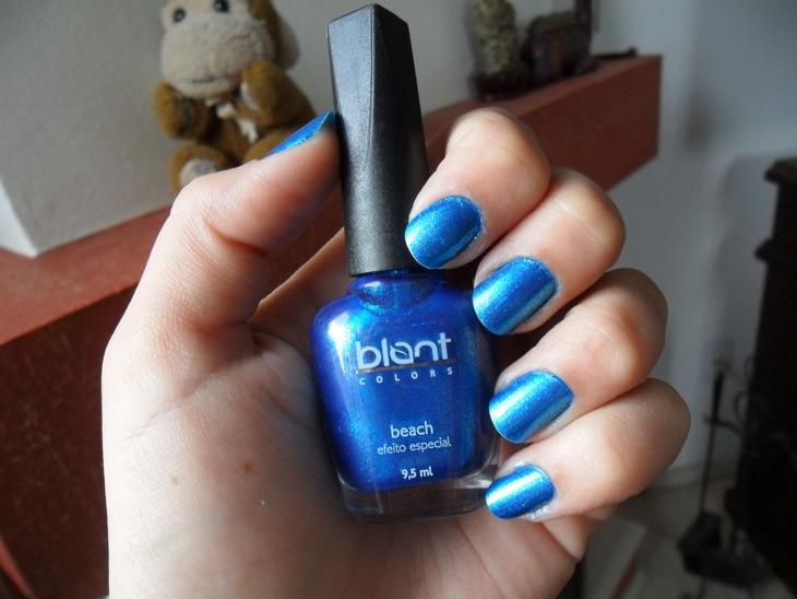 azul blant nas unhas
