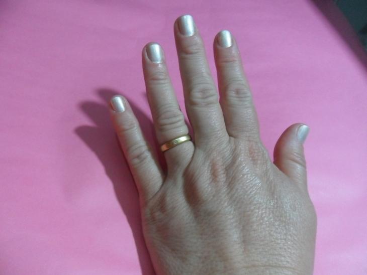 esmalte le lis blanc mão