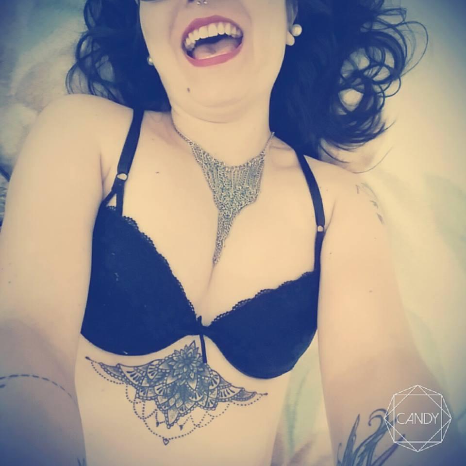 under-boobs-fabi
