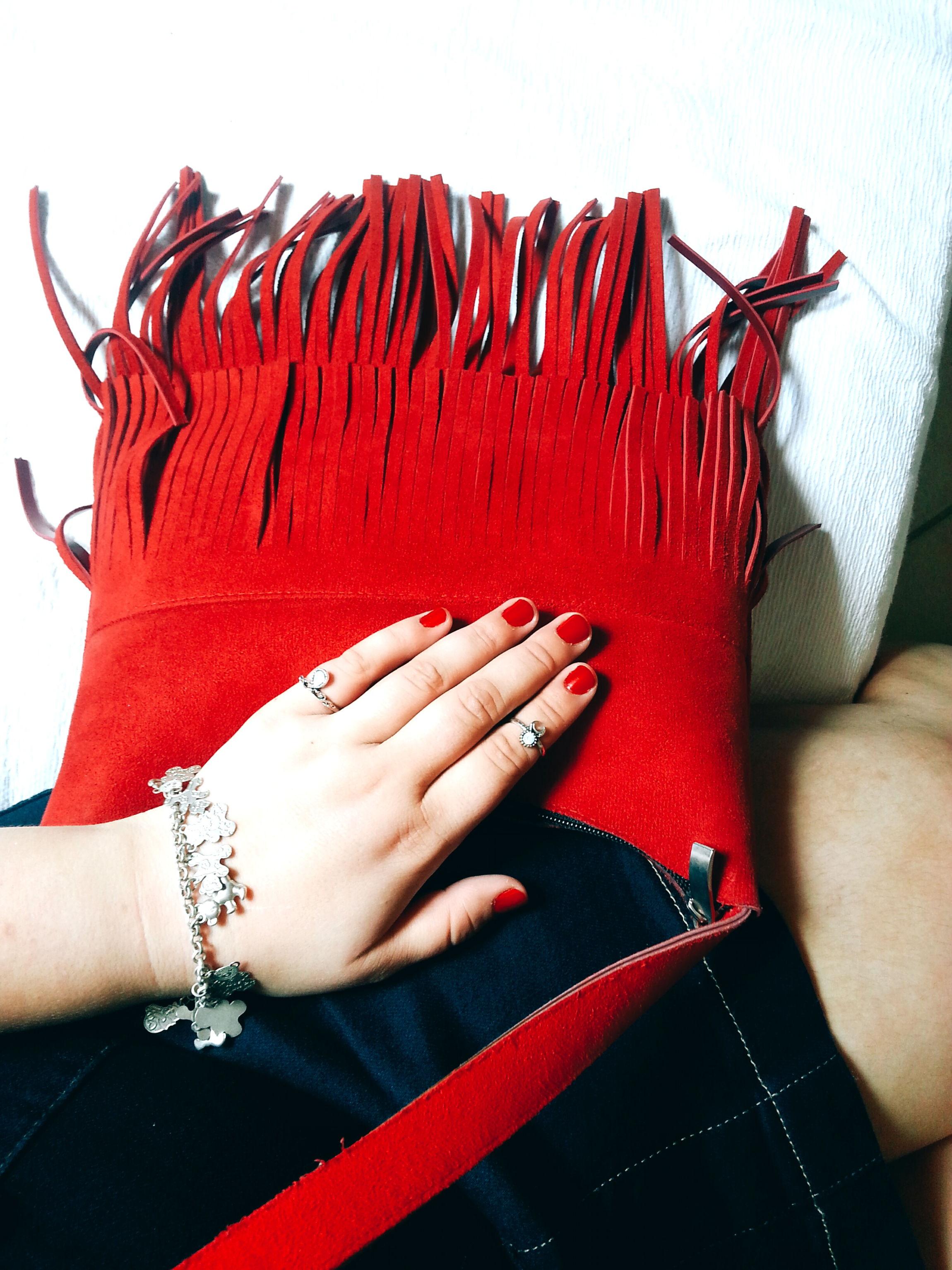 look saia jeans bolsa vermelha